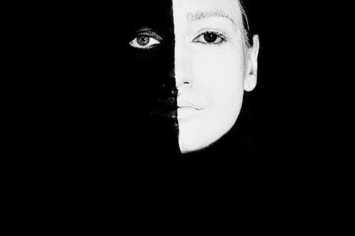 'Jezelf verliezen' in relaties lijkt een ongrijpbaar fenomeen. Toch kun je de signalen herkennen en de verbinding herstellen